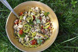 Quinoa-Hühnchen Bowl mit Orangen-Ingwer Dressing